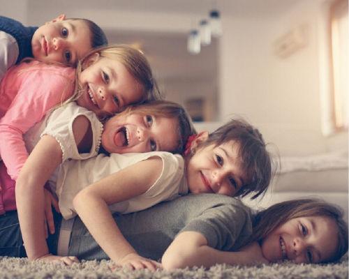 Правила воспитания в многодетной семье старших детей