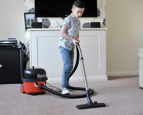 Нужно ли заставлять подростка помогать в домашних делах