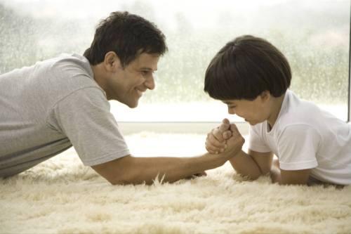 Как правильно воспитать мальчика в семье