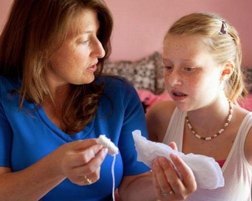 Первые разъяснения девочке про менструацию