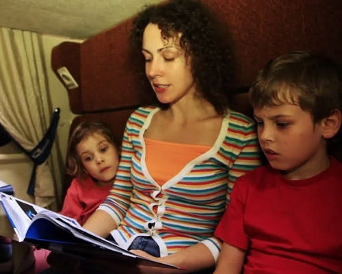 5 идей, чем занять детей в поезде
