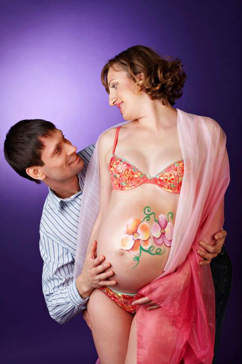 Фотосессия беременных в студии идеи для вдохновения 9