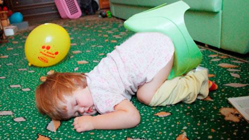ребёнок уснул на горшке
