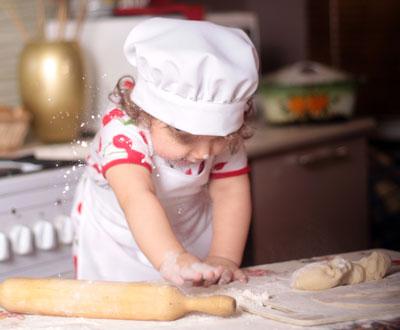 Чем заняться ребенку дома, когда скучно: игра в повара