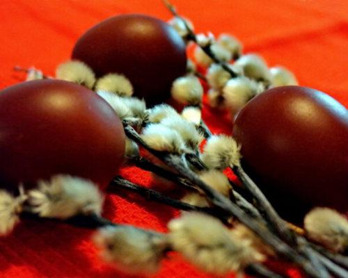 Декорируем яйца без красителей к Пасхе