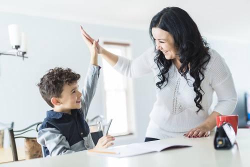 ребенок делает уроки сам