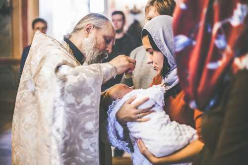 крестить перед Пасхой