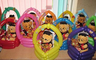 набор из игрушек для подарка детям в детском саду