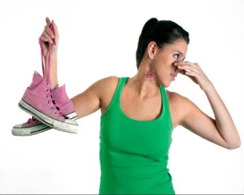 Причины появления неприятного запаха от ног