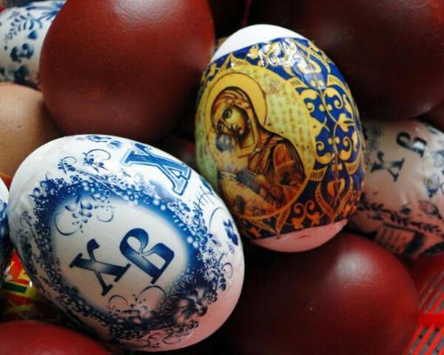 Традиция красить яйца: легенды и история