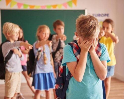Обижают в школе: как помочь ребенку, правильные действия