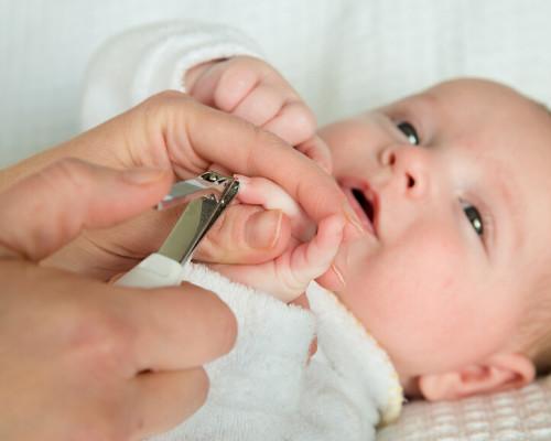 Уход за новорожденным мальчиком в первый месяц