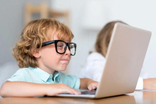 если ребенок сидит за компьютером