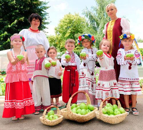 Смешные частушки про яблочный спас для детей