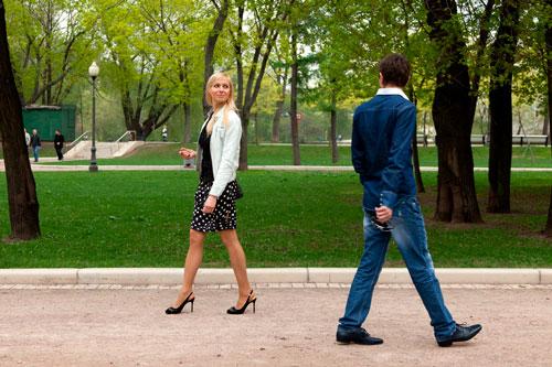 парень с девушкой на улице