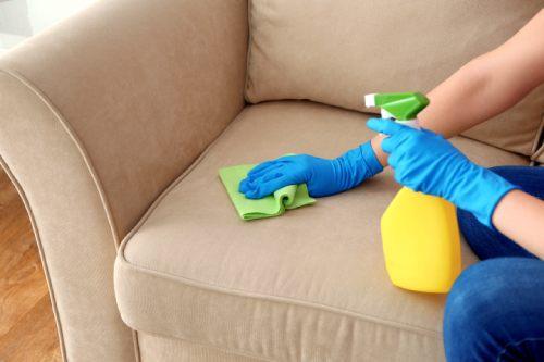 чистим мягкую мебель дома