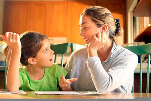 ребенок спрашивает у мамы