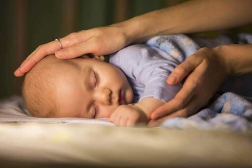 как можно научить ребенка спать ночью