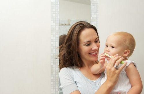 когда чистить зубы