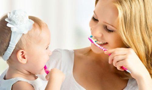 чистка зубов малыша