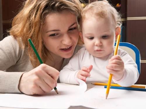 как учить ребенка с года рисованию