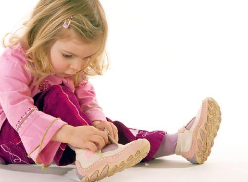 у ребенка слоятся ногти причины
