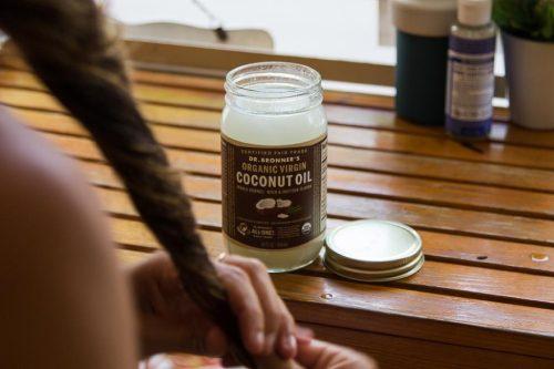 кокосовое масло помощь волосам