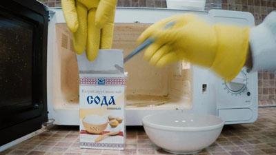 Чистка содой микроволновой печи изнутри