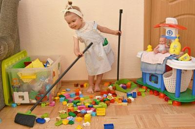 как научить малыша убирать игрушки