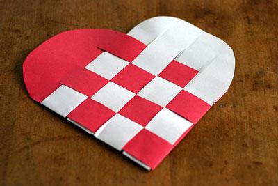 Плетеное сердечко - поделка для детей 2