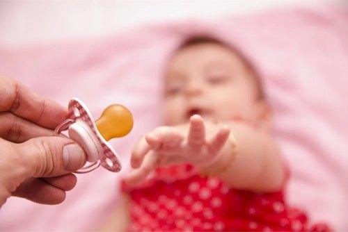 пустышка для ребенка за и против