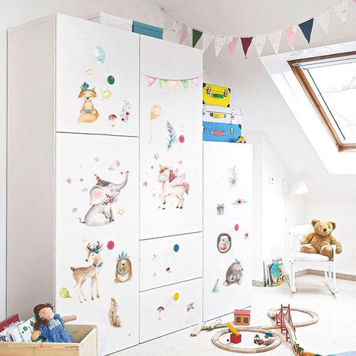как украсить комнату ребенка с помощью наклеек