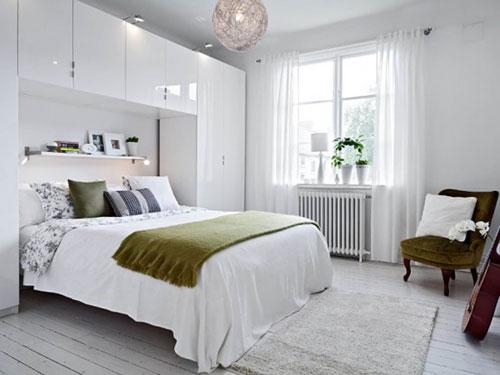 интерьер спальни в современном стиле в светлых тонах 6