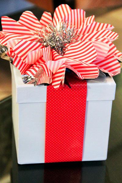 красиво упаковать подарки на Новый год 3