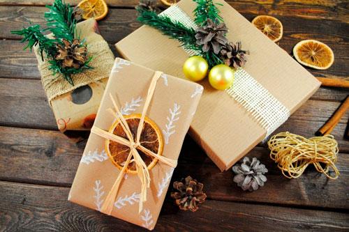 простая и красивая упаковка подарка своими руками на новый год 3