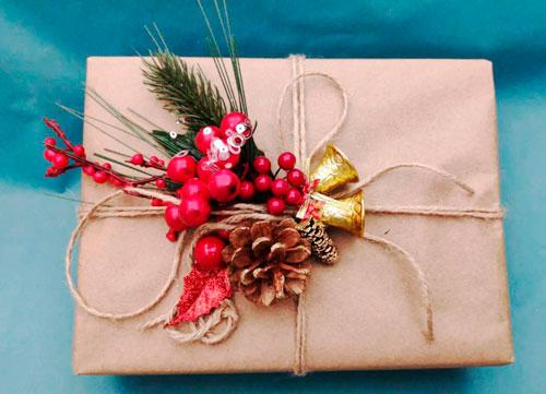 красиво упаковать подарки на Новый год 2