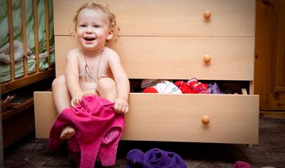 Как научить ребенка одеваться самостоятельно в 2 года