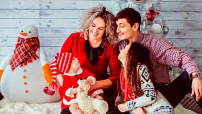семья правильно встречает новый год