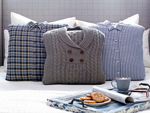 как сделать из старых вещей диванные подушки