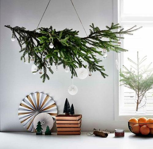 украшаем квартиру к новому году с помощью еловых веток