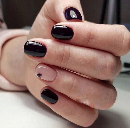 красивый маникюр в контрастных темных оттенках на короткие ногти
