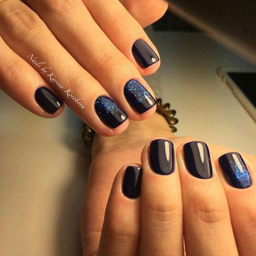 красивый маникюр в контрастных темных оттенках на короткие ногти 2