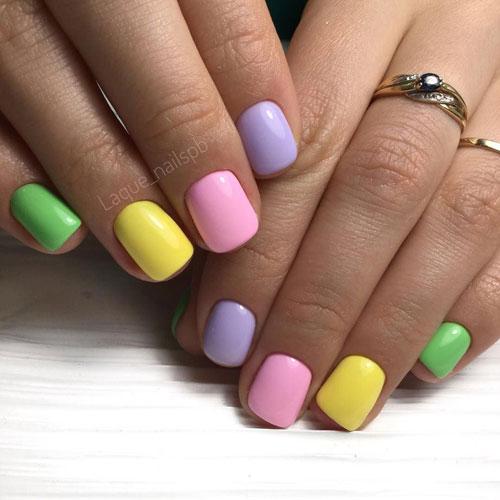 красивый маникюр в ярких расцветках на короткие ногти 2