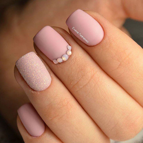 красивый матовый маникюр на короткие ногти 4
