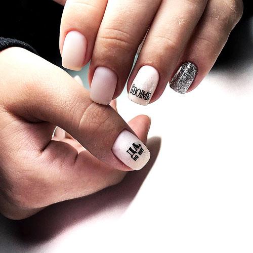 Маникюр с надписями на короткие ногти 6