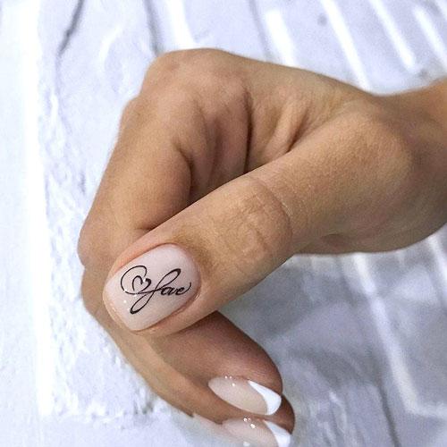 Маникюр с надписями на короткие ногти 4