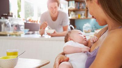 потею после родов почему