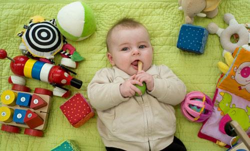 Сколько игрушек должно быть у ребенка в 1 год