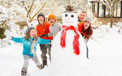 новогоднее настроение и снеговик