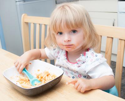 Как научить ребенка в 2 года есть ложкой самостоятельно